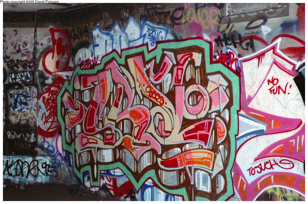 (317k, 1044x693)<br><b>Country:</b> United States<br><b>City:</b> New York<br><b>System:</b> New York City Transit<br><b>Line:</b> IRT West Side Line<br><b>Location:</b> 91st Street<br><b>Photo by:</b> David Pirmann<br><b>Date:</b> 9/24/1995<br><b>Notes:</b> More graffiti<br><b>Viewed (this week/total):</b> 7 / 22224