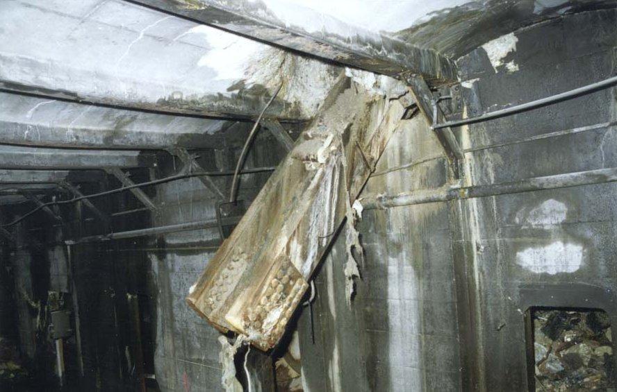 (99k, 888x565)<br><b>Country:</b> United States<br><b>City:</b> New York<br><b>System:</b> New York City Transit<br><b>Line:</b> IRT West Side Line<br><b>Location:</b> Cortlandt Street-World Trade Center (Aftermath of 9/11)<br><b>Photo by:</b> MTA New York City Transit<br><b>Date:</b> 9/28/2001<br><b>Notes:</b> IRT Cortlandt St/WTC station<br><b>Viewed (this week/total):</b> 3 / 11405