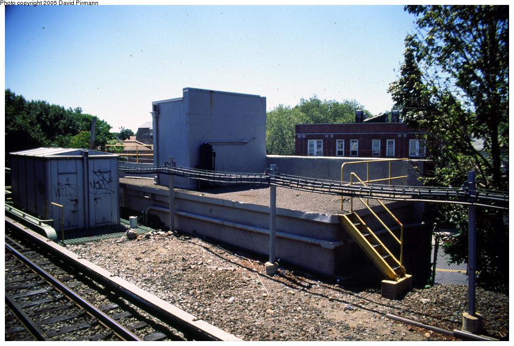 (260k, 1044x703)<br><b>Country:</b> United States<br><b>City:</b> New York<br><b>System:</b> New York City Transit<br><b>Line:</b> IRT Dyre Ave. Line<br><b>Location:</b> Dyre Avenue<br><b>Photo by:</b> David Pirmann<br><b>Date:</b> 8/1/1998<br><b>Viewed (this week/total):</b> 1 / 4977