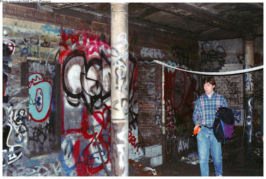(303k, 1044x701)<br><b>Country:</b> United States<br><b>City:</b> New York<br><b>System:</b> New York City Transit<br><b>Line:</b> IRT East Side Line<br><b>Location:</b> 18th Street<br><b>Photo by:</b> David Pirmann<br><b>Date:</b> 9/24/1995<br><b>Notes:</b> Station overview<br><b>Viewed (this week/total):</b> 10 / 49033