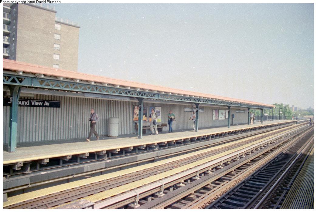 (205k, 1044x699)<br><b>Country:</b> United States<br><b>City:</b> New York<br><b>System:</b> New York City Transit<br><b>Line:</b> IRT Pelham Line<br><b>Location:</b> Morrison/Soundview Aves.<br><b>Route:</b> 6<br><b>Photo by:</b> David Pirmann<br><b>Date:</b> 9/13/1998<br><b>Viewed (this week/total):</b> 3 / 5012