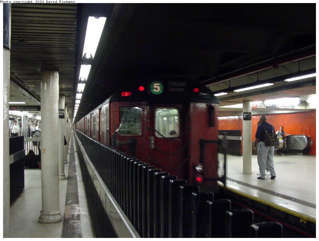 (106k, 1044x788)<br><b>Country:</b> United States<br><b>City:</b> New York<br><b>System:</b> New York City Transit<br><b>Line:</b> IRT East Side Line<br><b>Location:</b> Bowling Green<br><b>Route:</b> 5<br><b>Photo by:</b> David Pirmann<br><b>Date:</b> 7/11/2000<br><b>Notes:</b> View of northbound track and platform<br><b>Viewed (this week/total):</b> 0 / 7508