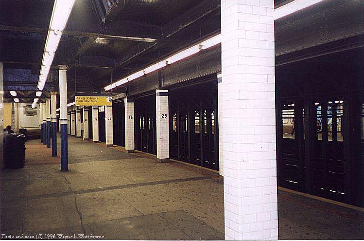(77k, 749x495)<br><b>Country:</b> United States<br><b>City:</b> New York<br><b>System:</b> New York City Transit<br><b>Line:</b> IRT East Side Line<br><b>Location:</b> 28th Street<br><b>Photo by:</b> Wayne Whitehorne<br><b>Date:</b> 9/19/1998<br><b>Notes:</b> A view of the soutbound platform<br><b>Viewed (this week/total):</b> 3 / 6489