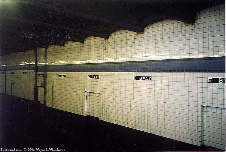 (85k, 744x499)<br><b>Country:</b> United States<br><b>City:</b> New York<br><b>System:</b> New York City Transit<br><b>Line:</b> IND 6th Avenue Line<br><b>Location:</b> East Broadway<br><b>Photo by:</b> Wayne Whitehorne<br><b>Date:</b> 8/21/1998<br><b>Notes:</b> East Broadway IND station tile band<br><b>Viewed (this week/total):</b> 0 / 4709