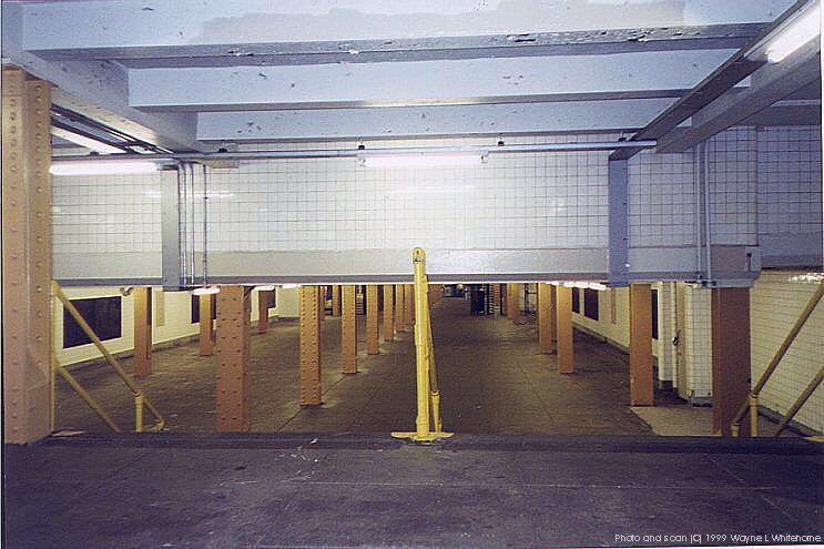 (82k, 743x495)<br><b>Country:</b> United States<br><b>City:</b> New York<br><b>System:</b> New York City Transit<br><b>Line:</b> IND Crosstown Line<br><b>Location:</b> Clinton/Washington Aves.<br><b>Photo by:</b> Wayne Whitehorne<br><b>Date:</b> 1/28/1999<br><b>Notes:</b> Mezzanine<br><b>Viewed (this week/total):</b> 1 / 5618