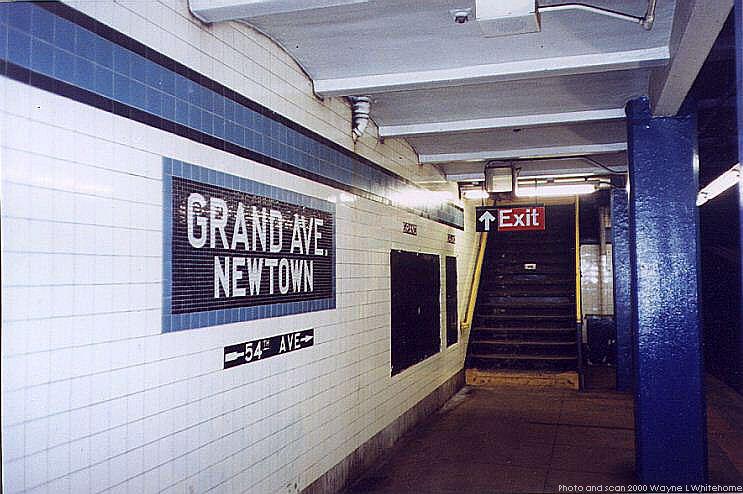 (75k, 743x494)<br><b>Country:</b> United States<br><b>City:</b> New York<br><b>System:</b> New York City Transit<br><b>Line:</b> IND Queens Boulevard Line<br><b>Location:</b> Grand Avenue/Newtown<br><b>Photo by:</b> Wayne Whitehorne<br><b>Date:</b> 1/8/2000<br><b>Viewed (this week/total):</b> 1 / 3614