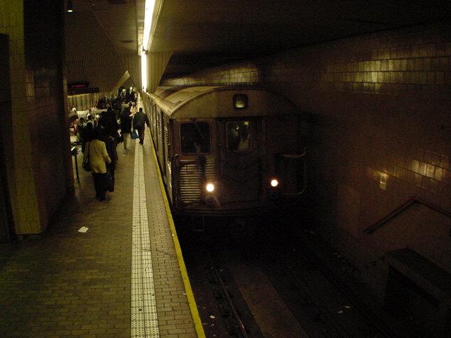 (62k, 640x480)<br><b>Country:</b> United States<br><b>City:</b> New York<br><b>System:</b> New York City Transit<br><b>Line:</b> IND Queens Boulevard Line<br><b>Location:</b> Jamaica Center/Parsons-Archer<br><b>Car:</b> R-32 (Budd, 1964)  <br><b>Photo by:</b> Salaam Allah<br><b>Date:</b> 10/27/2000<br><b>Viewed (this week/total):</b> 0 / 7791