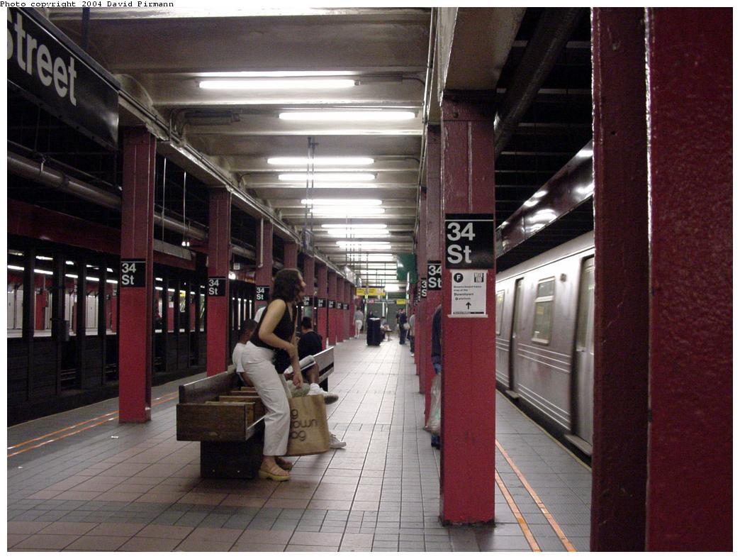 (129k, 1044x788)<br><b>Country:</b> United States<br><b>City:</b> New York<br><b>System:</b> New York City Transit<br><b>Line:</b> BMT Broadway Line<br><b>Location:</b> 34th Street/Herald Square<br><b>Photo by:</b> David Pirmann<br><b>Date:</b> 8/27/2000<br><b>Notes:</b> View of northbound platform<br><b>Viewed (this week/total):</b> 2 / 7446