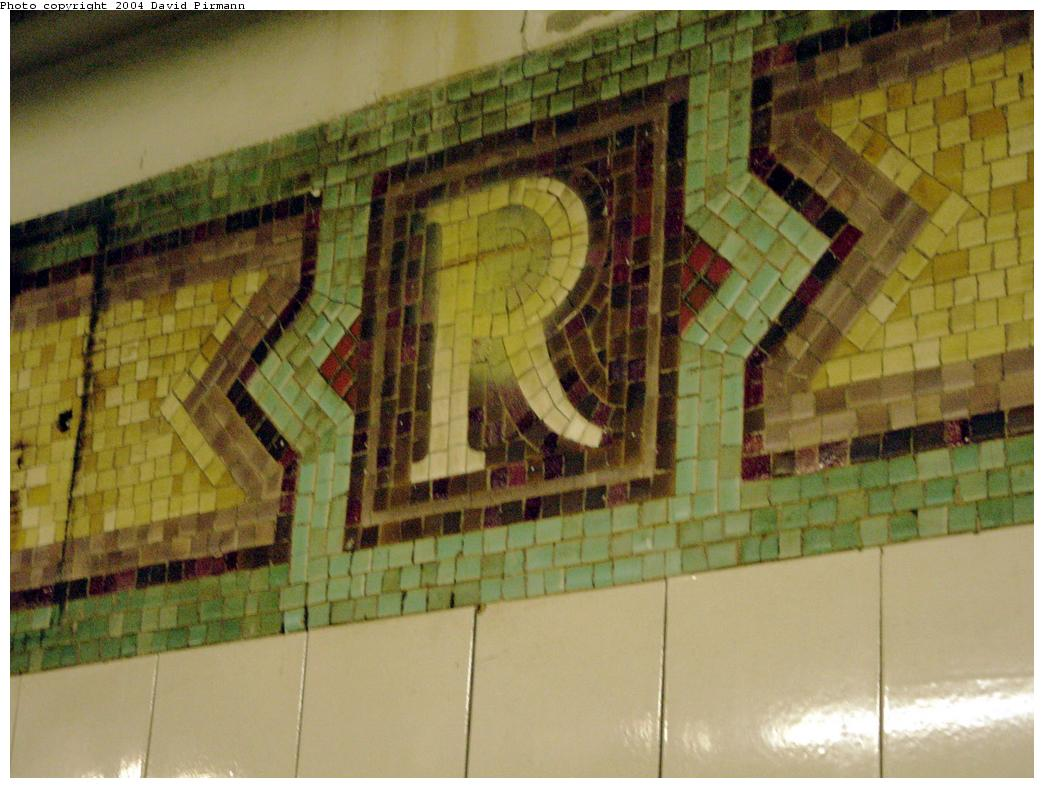 (117k, 1044x788)<br><b>Country:</b> United States<br><b>City:</b> New York<br><b>System:</b> New York City Transit<br><b>Line:</b> BMT Broadway Line<br><b>Location:</b> Rector Street<br><b>Photo by:</b> David Pirmann<br><b>Date:</b> 8/27/2000<br><b>Notes:</b> Mosaic R monogram at north end of northbound platform<br><b>Viewed (this week/total):</b> 0 / 3679