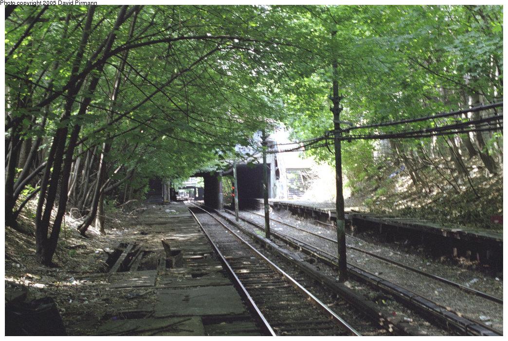 (283k, 1044x701)<br><b>Country:</b> United States<br><b>City:</b> New York<br><b>System:</b> New York City Transit<br><b>Line:</b> BMT Franklin Shuttle<br><b>Location:</b> Botanic Garden<br><b>Route:</b> Franklin Shuttle<br><b>Photo by:</b> David Pirmann<br><b>Date:</b> 7/18/1998<br><b>Viewed (this week/total):</b> 2 / 10176
