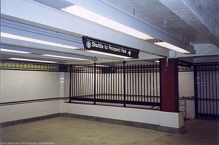 (73k, 744x494)<br><b>Country:</b> United States<br><b>City:</b> New York<br><b>System:</b> New York City Transit<br><b>Line:</b> BMT Franklin Shuttle<br><b>Location:</b> Botanic Garden<br><b>Route:</b> Franklin Shuttle<br><b>Photo by:</b> Wayne Whitehorne<br><b>Date:</b> 11/8/1999<br><b>Notes:</b> Mezzanine<br><b>Viewed (this week/total):</b> 2 / 4930