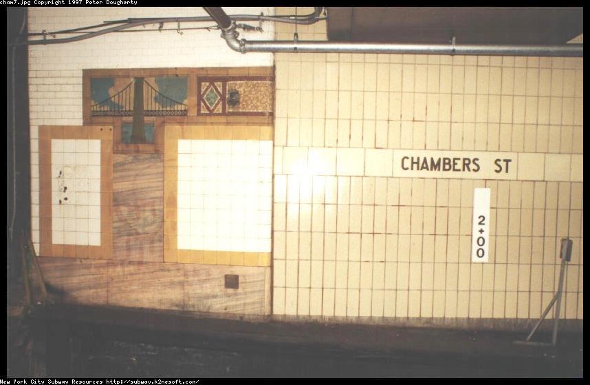 (69k, 858x559)<br><b>Country:</b> United States<br><b>City:</b> New York<br><b>System:</b> New York City Transit<br><b>Line:</b> BMT Nassau Street-Jamaica Line<br><b>Location:</b> Chambers Street<br><b>Photo by:</b> Peter Dougherty<br><b>Date:</b> 11/1995<br><b>Viewed (this week/total):</b> 4 / 6091