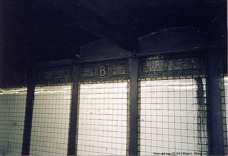 (86k, 730x500)<br><b>Country:</b> United States<br><b>City:</b> New York<br><b>System:</b> New York City Transit<br><b>Line:</b> BMT Canarsie Line<br><b>Location:</b> Bedford Avenue<br><b>Route:</b> L<br><b>Photo by:</b> Wayne Whitehorne<br><b>Date:</b> 9/14/1997<br><b>Viewed (this week/total):</b> 0 / 3317