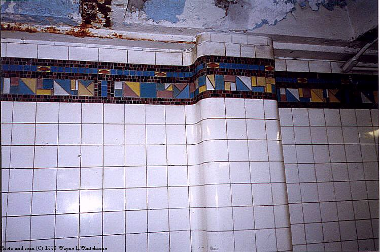 (92k, 749x496)<br><b>Country:</b> United States<br><b>City:</b> New York<br><b>System:</b> New York City Transit<br><b>Line:</b> BMT Canarsie Line<br><b>Location:</b> Montrose Avenue<br><b>Route:</b> L<br><b>Photo by:</b> Wayne Whitehorne<br><b>Date:</b> 8/1/1998<br><b>Viewed (this week/total):</b> 0 / 2939