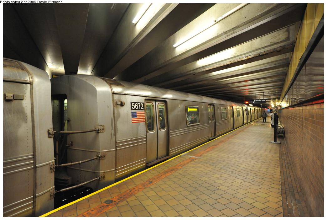 (259k, 1044x701)<br><b>Country:</b> United States<br><b>City:</b> New York<br><b>System:</b> New York City Transit<br><b>Line:</b> IND 63rd Street Line<br><b>Location:</b> 21st Street/Queensbridge<br><b>Route:</b> F<br><b>Car:</b> R-46 (Pullman-Standard, 1974-75) 5672 <br><b>Photo by:</b> David Pirmann<br><b>Date:</b> 4/10/2009<br><b>Viewed (this week/total):</b> 0 / 1876