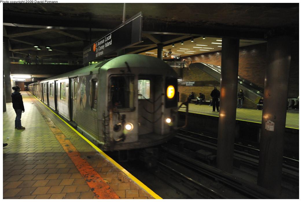 (224k, 1044x701)<br><b>Country:</b> United States<br><b>City:</b> New York<br><b>System:</b> New York City Transit<br><b>Line:</b> IND 63rd Street Line<br><b>Location:</b> 21st Street/Queensbridge<br><b>Route:</b> F<br><b>Car:</b> R-42 (St. Louis, 1969-1970) 4720 <br><b>Photo by:</b> David Pirmann<br><b>Date:</b> 4/10/2009<br><b>Viewed (this week/total):</b> 3 / 3183