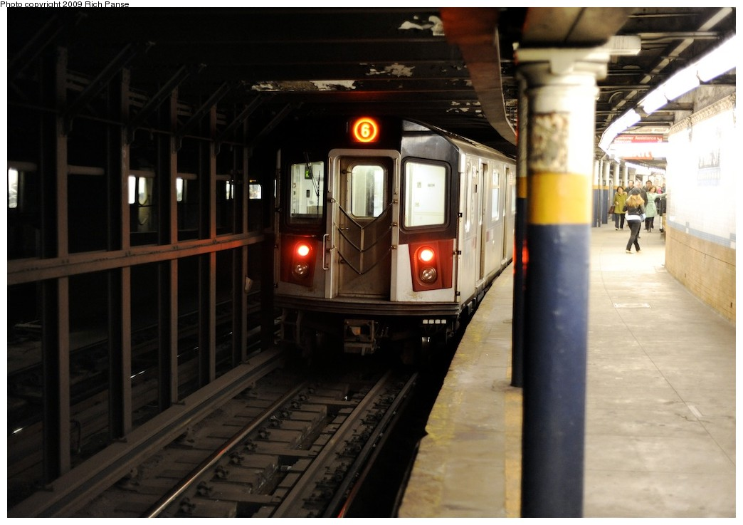 (149k, 1044x737)<br><b>Country:</b> United States<br><b>City:</b> New York<br><b>System:</b> New York City Transit<br><b>Line:</b> IRT East Side Line<br><b>Location:</b> Spring Street<br><b>Route:</b> 6<br><b>Car:</b> R-142 or R-142A (Number Unknown)  <br><b>Photo by:</b> Richard Panse<br><b>Date:</b> 3/30/2009<br><b>Viewed (this week/total):</b> 0 / 2964