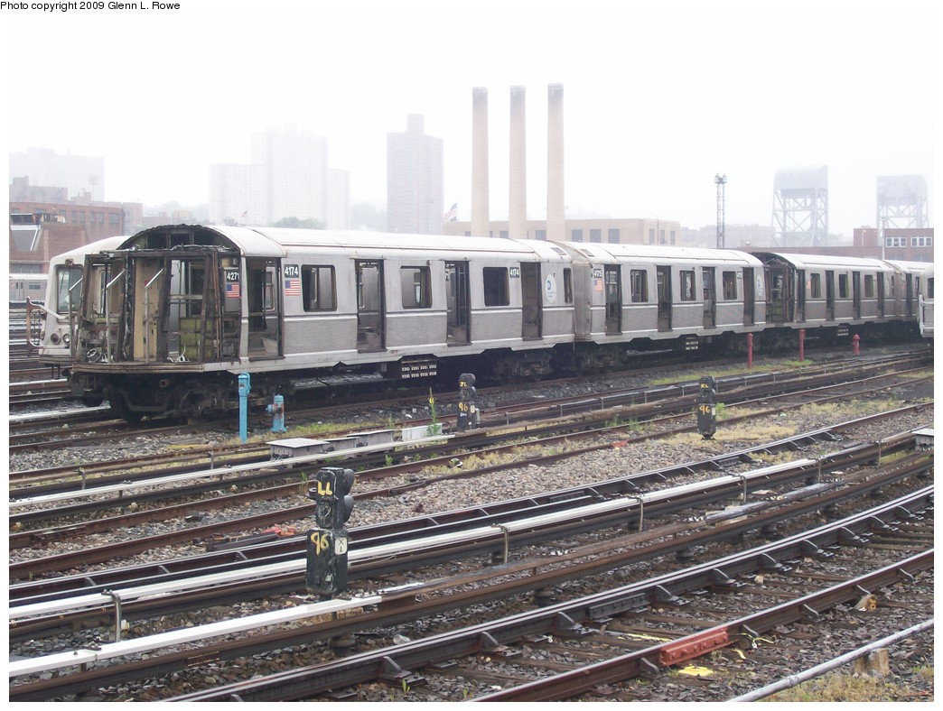 (232k, 1044x788)<br><b>Country:</b> United States<br><b>City:</b> New York<br><b>System:</b> New York City Transit<br><b>Location:</b> 207th Street Yard<br><b>Car:</b> R-40 (St. Louis, 1968) 4174 <br><b>Photo by:</b> Glenn L. Rowe<br><b>Date:</b> 5/27/2009<br><b>Notes:</b> Scrap<br><b>Viewed (this week/total):</b> 0 / 1389
