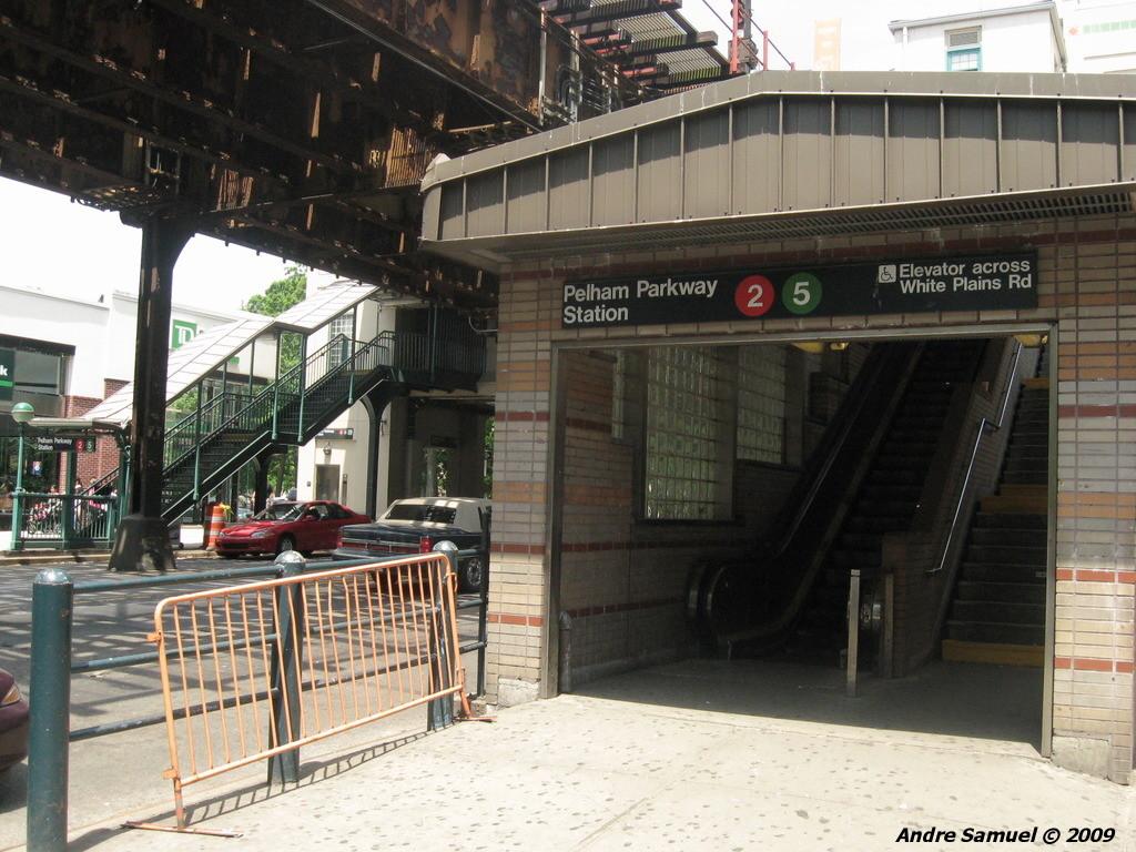 (255k, 1024x768)<br><b>Country:</b> United States<br><b>City:</b> New York<br><b>System:</b> New York City Transit<br><b>Line:</b> IRT White Plains Road Line<br><b>Location:</b> Pelham Parkway<br><b>Photo by:</b> Andre Samuel<br><b>Date:</b> 5/25/2009<br><b>Notes:</b> Station entrance.<br><b>Viewed (this week/total):</b> 1 / 2525