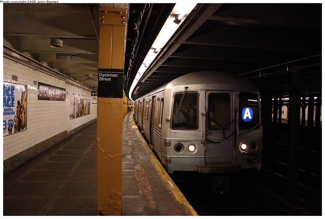 (188k, 1044x703)<br><b>Country:</b> United States<br><b>City:</b> New York<br><b>System:</b> New York City Transit<br><b>Line:</b> IND 8th Avenue Line<br><b>Location:</b> Dyckman Street/200th Street<br><b>Route:</b> A<br><b>Car:</b> R-44 (St. Louis, 1971-73) 5368 <br><b>Photo by:</b> John Barnes<br><b>Date:</b> 6/15/2009<br><b>Viewed (this week/total):</b> 0 / 2760