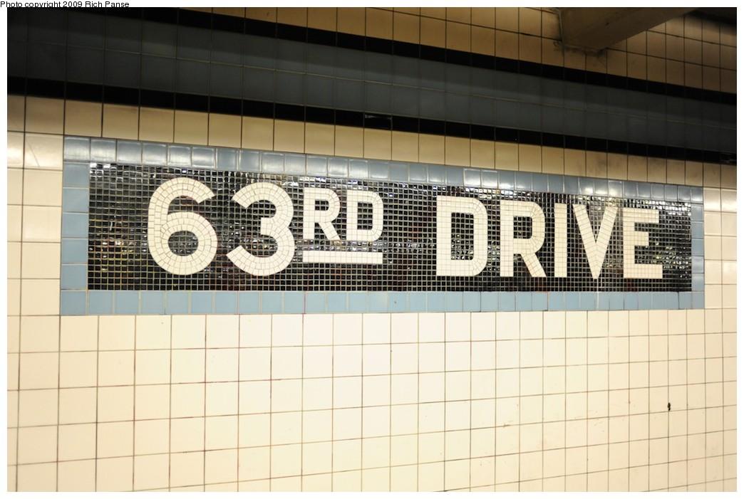 (163k, 1044x701)<br><b>Country:</b> United States<br><b>City:</b> New York<br><b>System:</b> New York City Transit<br><b>Line:</b> IND Queens Boulevard Line<br><b>Location:</b> 63rd Drive/Rego Park<br><b>Photo by:</b> Richard Panse<br><b>Date:</b> 6/8/2009<br><b>Viewed (this week/total):</b> 1 / 1352