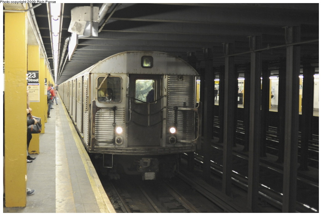 (146k, 1044x702)<br><b>Country:</b> United States<br><b>City:</b> New York<br><b>System:</b> New York City Transit<br><b>Line:</b> IND 8th Avenue Line<br><b>Location:</b> 23rd Street<br><b>Route:</b> C<br><b>Car:</b> R-32 (Budd, 1964)  <br><b>Photo by:</b> Richard Panse<br><b>Date:</b> 6/11/2009<br><b>Viewed (this week/total):</b> 2 / 2165