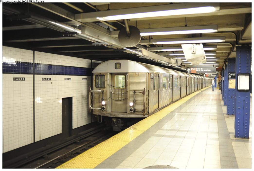 (180k, 1044x702)<br><b>Country:</b> United States<br><b>City:</b> New York<br><b>System:</b> New York City Transit<br><b>Line:</b> IND 8th Avenue Line<br><b>Location:</b> Canal Street-Holland Tunnel<br><b>Route:</b> E<br><b>Car:</b> R-32 (Budd, 1964)  <br><b>Photo by:</b> Richard Panse<br><b>Date:</b> 6/11/2009<br><b>Viewed (this week/total):</b> 2 / 2058