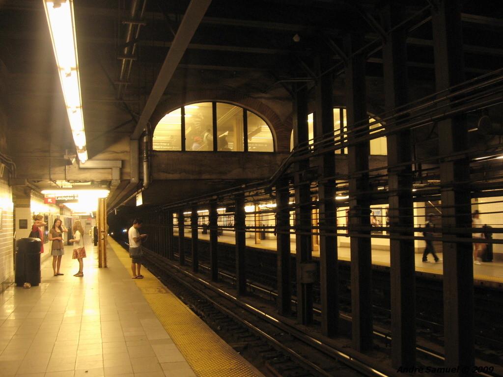 (207k, 1024x768)<br><b>Country:</b> United States<br><b>City:</b> New York<br><b>System:</b> New York City Transit<br><b>Line:</b> IRT East Side Line<br><b>Location:</b> 96th Street<br><b>Photo by:</b> Andre Samuel<br><b>Date:</b> 5/25/2009<br><b>Viewed (this week/total):</b> 2 / 2251