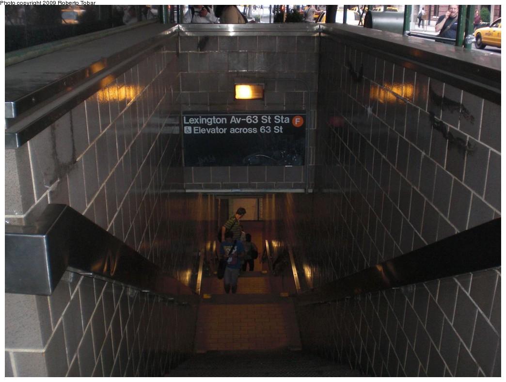 (201k, 1044x788)<br><b>Country:</b> United States<br><b>City:</b> New York<br><b>System:</b> New York City Transit<br><b>Line:</b> IND 63rd Street Line<br><b>Location:</b> Lexington Avenue-63rd Street<br><b>Photo by:</b> Roberto C. Tobar<br><b>Date:</b> 6/26/2009<br><b>Notes:</b> Station entrance.<br><b>Viewed (this week/total):</b> 4 / 2636