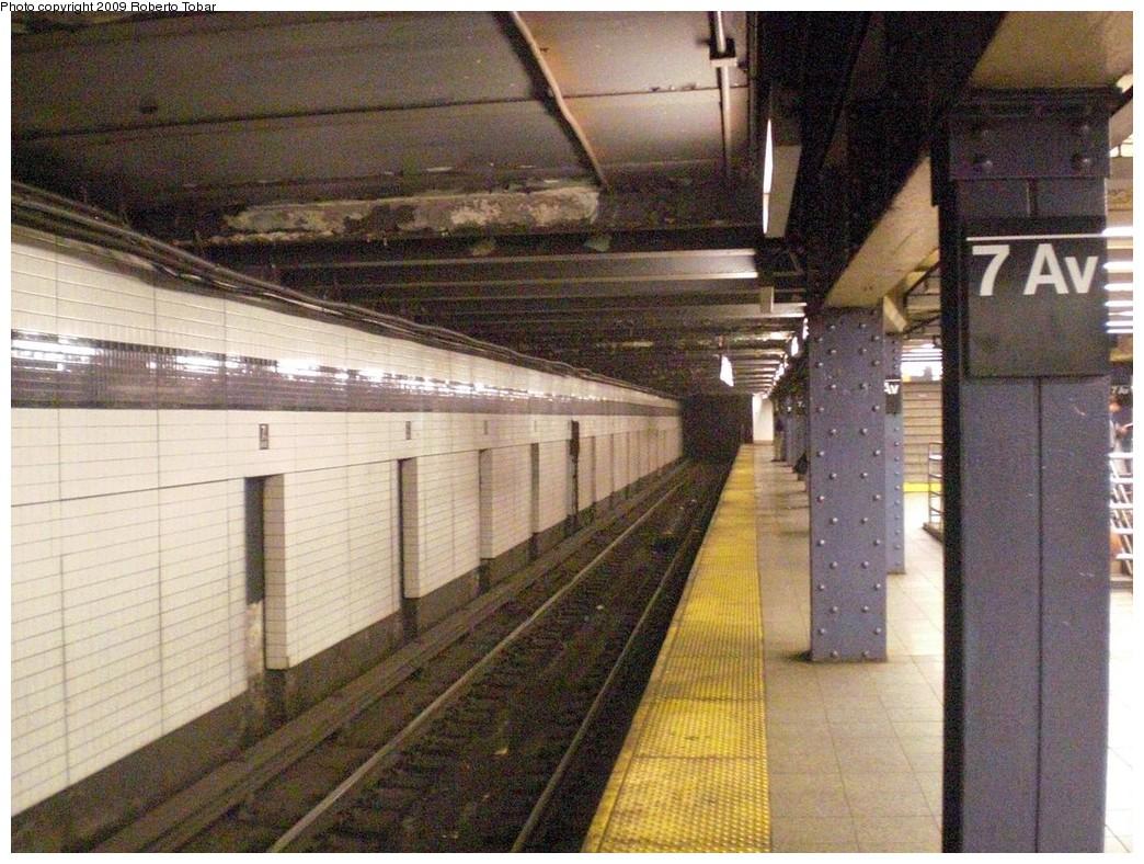 (296k, 1044x788)<br><b>Country:</b> United States<br><b>City:</b> New York<br><b>System:</b> New York City Transit<br><b>Line:</b> IND Queens Boulevard Line<br><b>Location:</b> 7th Avenue/53rd Street<br><b>Photo by:</b> Roberto C. Tobar<br><b>Date:</b> 7/24/2009<br><b>Viewed (this week/total):</b> 4 / 2436
