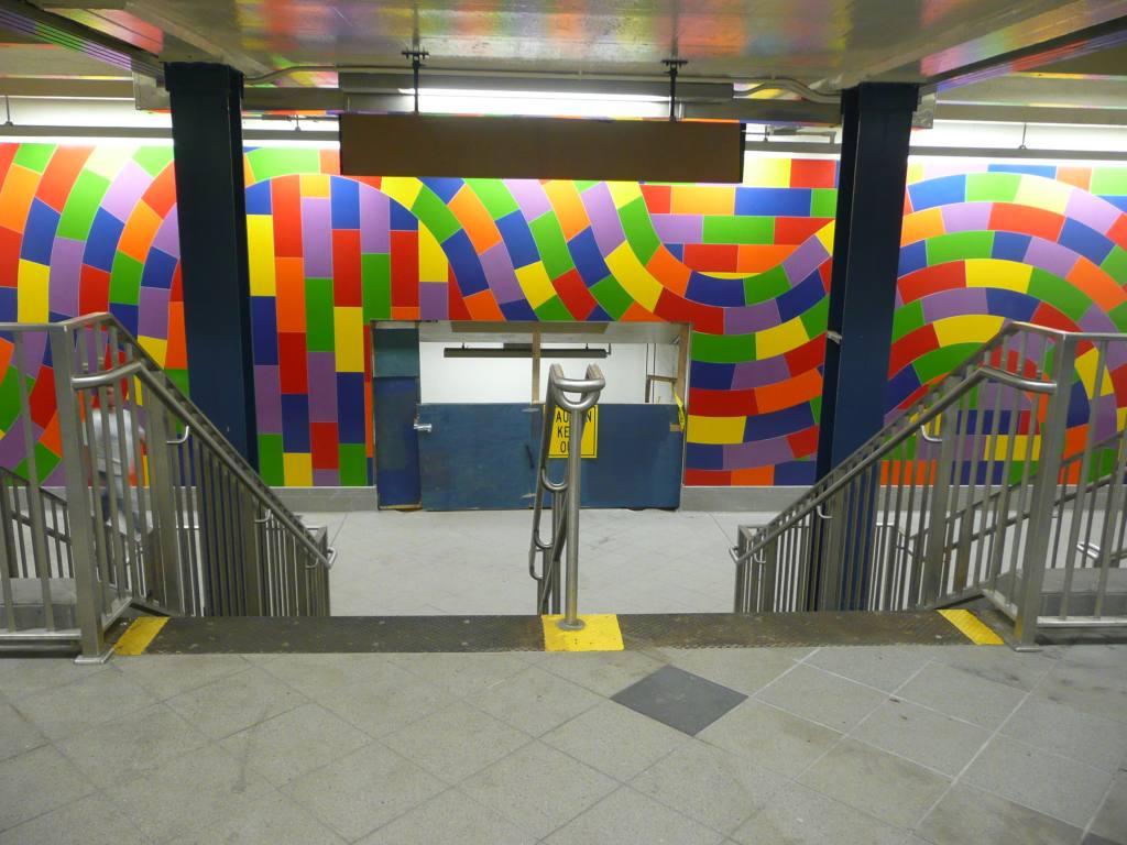 (123k, 1024x768)<br><b>Country:</b> United States<br><b>City:</b> New York<br><b>System:</b> New York City Transit<br><b>Line:</b> IND 8th Avenue Line<br><b>Location:</b> 59th Street/Columbus Circle<br><b>Photo by:</b> Robbie Rosenfeld<br><b>Date:</b> 9/15/2009<br><b>Artwork:</b> <i>Whirls and Twirls</i>, Sol Lewitt, 2007<br><b>Viewed (this week/total):</b> 5 / 2216