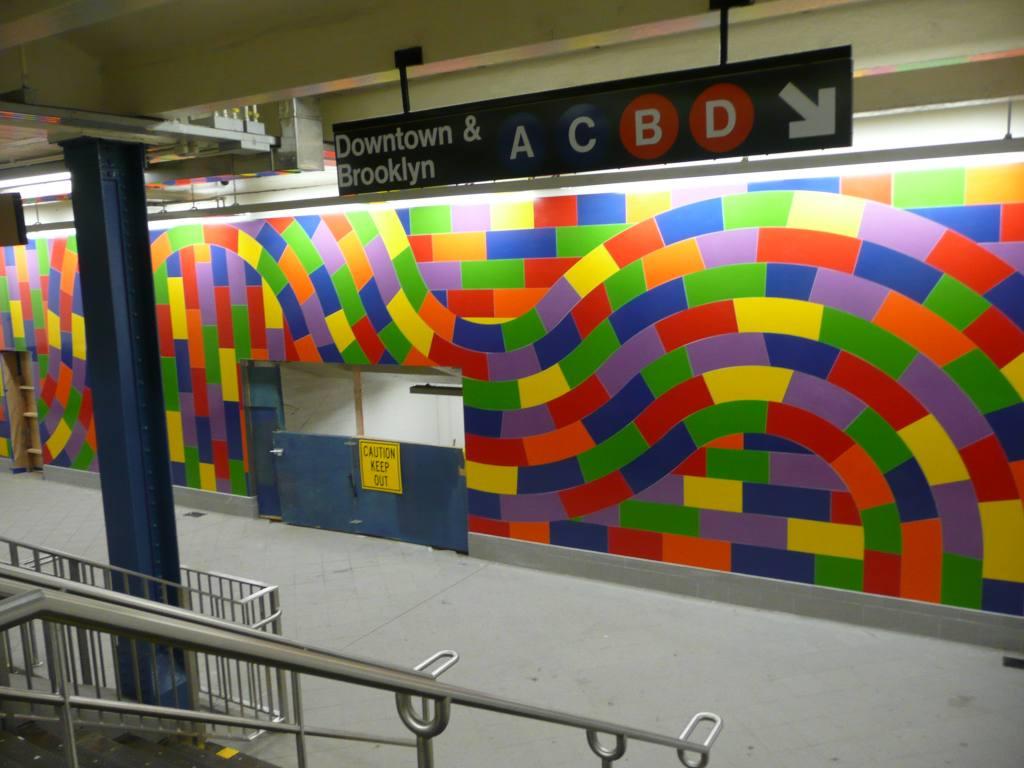 (109k, 1024x768)<br><b>Country:</b> United States<br><b>City:</b> New York<br><b>System:</b> New York City Transit<br><b>Line:</b> IND 8th Avenue Line<br><b>Location:</b> 59th Street/Columbus Circle<br><b>Photo by:</b> Robbie Rosenfeld<br><b>Date:</b> 9/15/2009<br><b>Artwork:</b> <i>Whirls and Twirls</i>, Sol Lewitt, 2007<br><b>Viewed (this week/total):</b> 5 / 2209