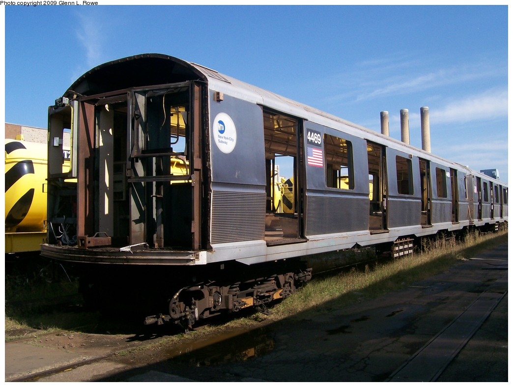 (202k, 1044x788)<br><b>Country:</b> United States<br><b>City:</b> New York<br><b>System:</b> New York City Transit<br><b>Location:</b> 207th Street Yard<br><b>Car:</b> R-40M (St. Louis, 1969) 4469 <br><b>Photo by:</b> Glenn L. Rowe<br><b>Date:</b> 9/24/2009<br><b>Notes:</b> Scrap<br><b>Viewed (this week/total):</b> 2 / 1158