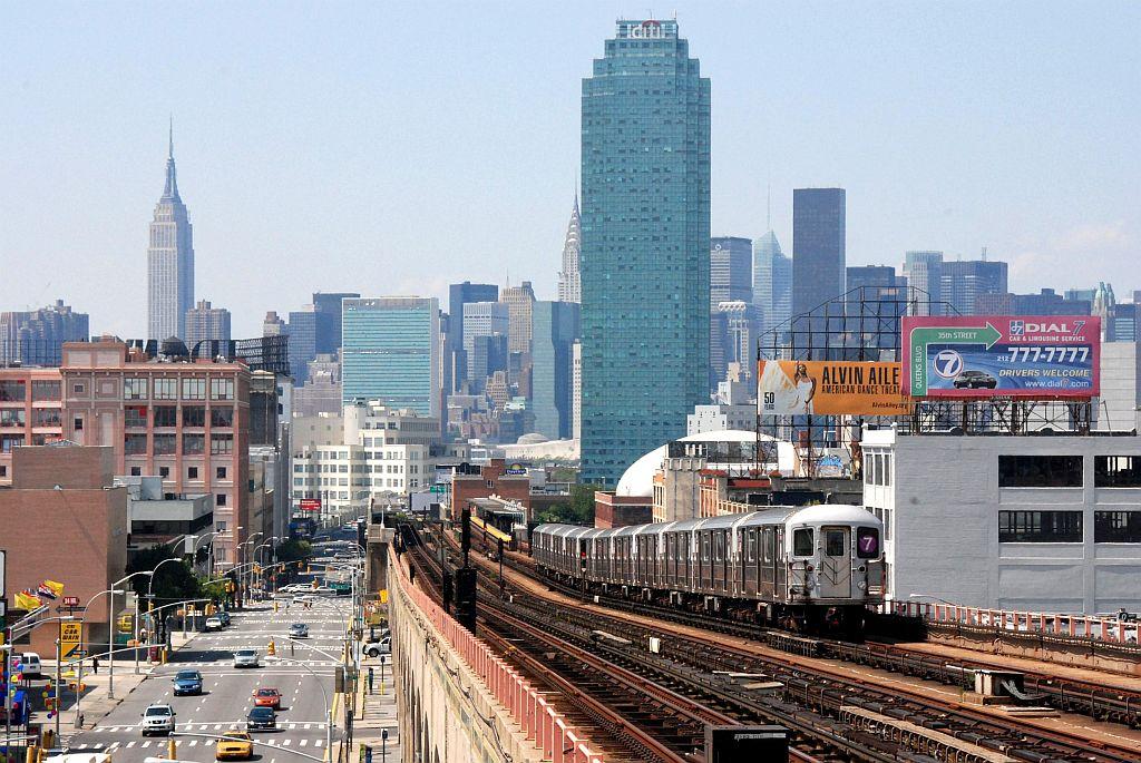 (166k, 1024x685)<br><b>Country:</b> United States<br><b>City:</b> New York<br><b>System:</b> New York City Transit<br><b>Line:</b> IRT Flushing Line<br><b>Location:</b> 40th Street/Lowery Street<br><b>Route:</b> 7<br><b>Car:</b> R-62A (Bombardier, 1984-1987)  <br><b>Photo by:</b> Richard Chase<br><b>Date:</b> 8/30/2009<br><b>Viewed (this week/total):</b> 1 / 2026