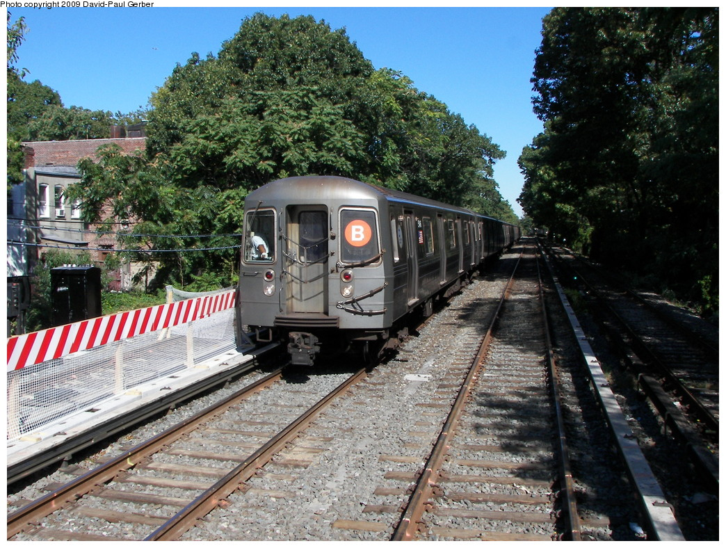 (381k, 1044x788)<br><b>Country:</b> United States<br><b>City:</b> New York<br><b>System:</b> New York City Transit<br><b>Line:</b> BMT Brighton Line<br><b>Location:</b> Avenue J<br><b>Route:</b> B<br><b>Car:</b> R-68A (Kawasaki, 1988-1989)  <br><b>Photo by:</b> David-Paul Gerber<br><b>Date:</b> 10/6/2009<br><b>Viewed (this week/total):</b> 0 / 1354