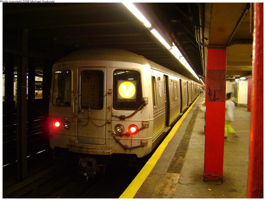 (211k, 1044x788)<br><b>Country:</b> United States<br><b>City:</b> New York<br><b>System:</b> New York City Transit<br><b>Line:</b> IND Queens Boulevard Line<br><b>Location:</b> 36th Street<br><b>Route:</b> V<br><b>Car:</b> R-46 (Pullman-Standard, 1974-75) 5676 <br><b>Photo by:</b> Michael Hodurski<br><b>Date:</b> 8/25/2009<br><b>Viewed (this week/total):</b> 1 / 2398