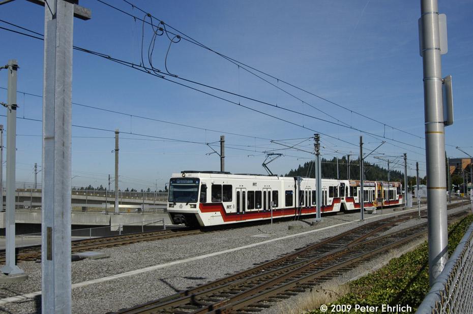 (206k, 930x618)<br><b>Country:</b> United States<br><b>City:</b> Portland, OR<br><b>System:</b> Portland MAX<br><b>Line:</b> MAX Blue (East-West) Line<br><b>Location:</b> NE 99th/Gateway Transit Center<br><b>Car:</b> MAX Type 2 (Siemens SD600A) 231 <br><b>Photo by:</b> Peter Ehrlich<br><b>Date:</b> 9/15/2009<br><b>Notes:</b> Outbound.<br><b>Viewed (this week/total):</b> 0 / 538