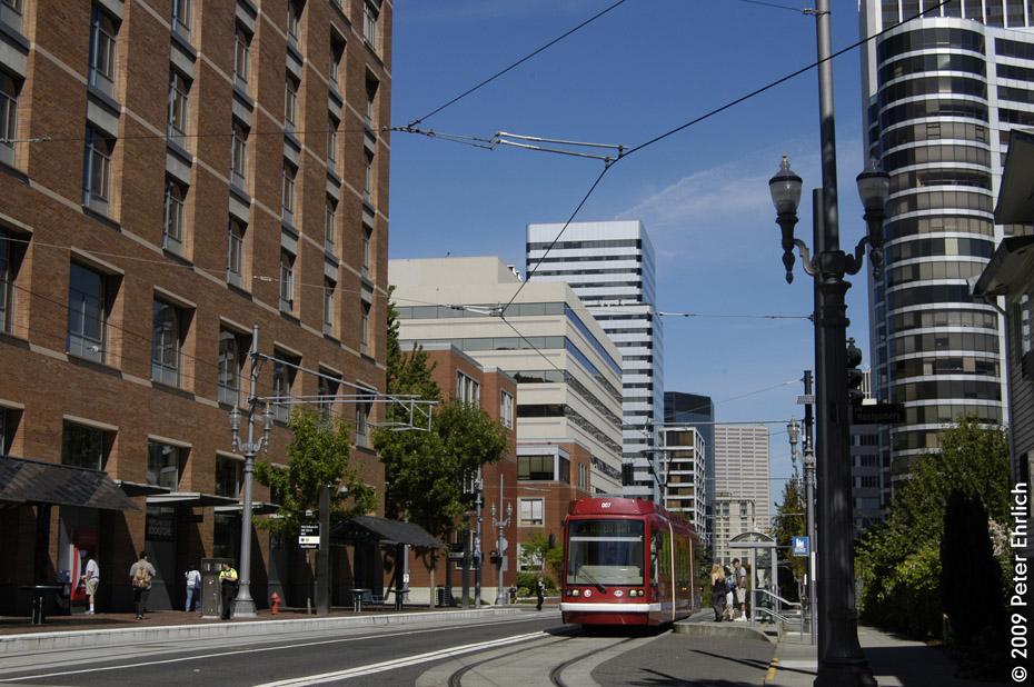 (234k, 930x618)<br><b>Country:</b> United States<br><b>City:</b> Portland, OR<br><b>System:</b> Portland Streetcar<br><b>Location:</b> SW 5th/Montgomery<br><b>Car:</b> Škoda/Inekon Astra 10T 007 <br><b>Photo by:</b> Peter Ehrlich<br><b>Date:</b> 9/15/2009<br><b>Notes:</b> Inbound<br><b>Viewed (this week/total):</b> 2 / 718