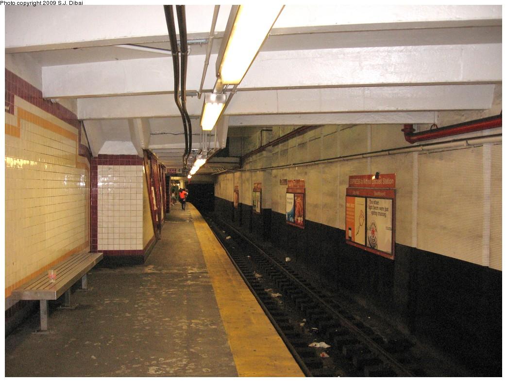 (226k, 1044x788)<br><b>Country:</b> United States<br><b>City:</b> Philadelphia, PA<br><b>System:</b> SEPTA (or Predecessor)<br><b>Line:</b> Broad Street Subway<br><b>Location:</b> City Hall<br><b>Photo by:</b> S.J. Dibai<br><b>Date:</b> 8/15/2009<br><b>Notes:</b> Station slated for renovations and improvements.<br><b>Viewed (this week/total):</b> 0 / 1067