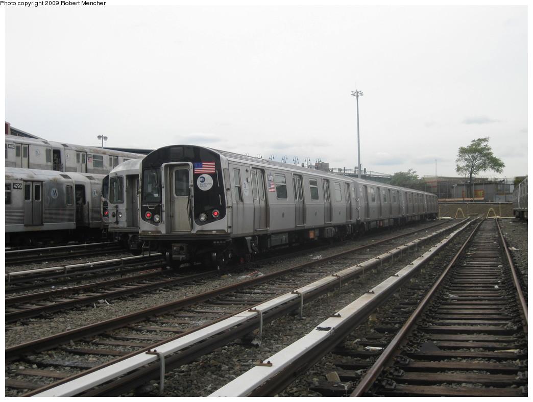 (182k, 1044x788)<br><b>Country:</b> United States<br><b>City:</b> New York<br><b>System:</b> New York City Transit<br><b>Location:</b> East New York Yard/Shops<br><b>Car:</b> R-160A-1 (Alstom, 2005-2008, 4 car sets) 8413 <br><b>Photo by:</b> Robert Mencher<br><b>Date:</b> 10/14/2009<br><b>Viewed (this week/total):</b> 6 / 1063