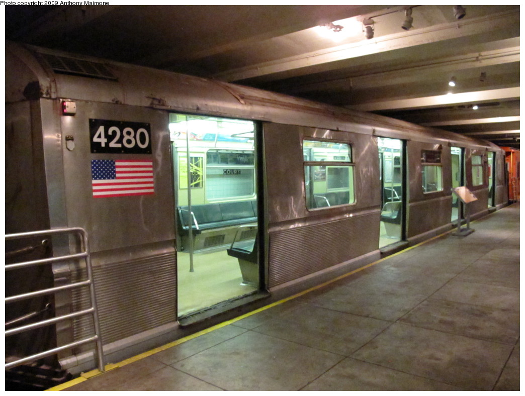 (199k, 1044x788)<br><b>Country:</b> United States<br><b>City:</b> New York<br><b>System:</b> New York City Transit<br><b>Location:</b> New York Transit Museum<br><b>Car:</b> R-40 (St. Louis, 1968) 4280 <br><b>Photo by:</b> Anthony Maimone<br><b>Date:</b> 11/6/2009<br><b>Viewed (this week/total):</b> 1 / 6642