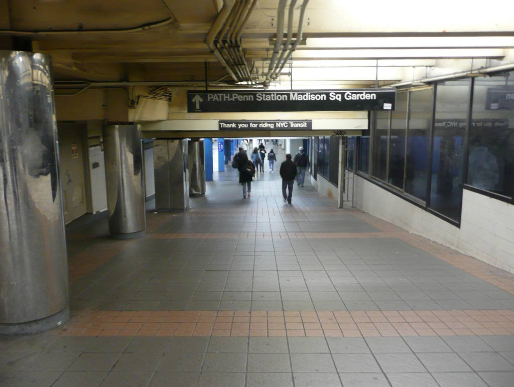 (82k, 1024x772)<br><b>Country:</b> United States<br><b>City:</b> New York<br><b>System:</b> New York City Transit<br><b>Line:</b> IND 6th Avenue Line<br><b>Location:</b> 34th Street/Herald Square<br><b>Photo by:</b> Robbie Rosenfeld<br><b>Date:</b> 11/25/2009<br><b>Notes:</b> Thank you sign in passageway outside fare control<br><b>Viewed (this week/total):</b> 1 / 2387