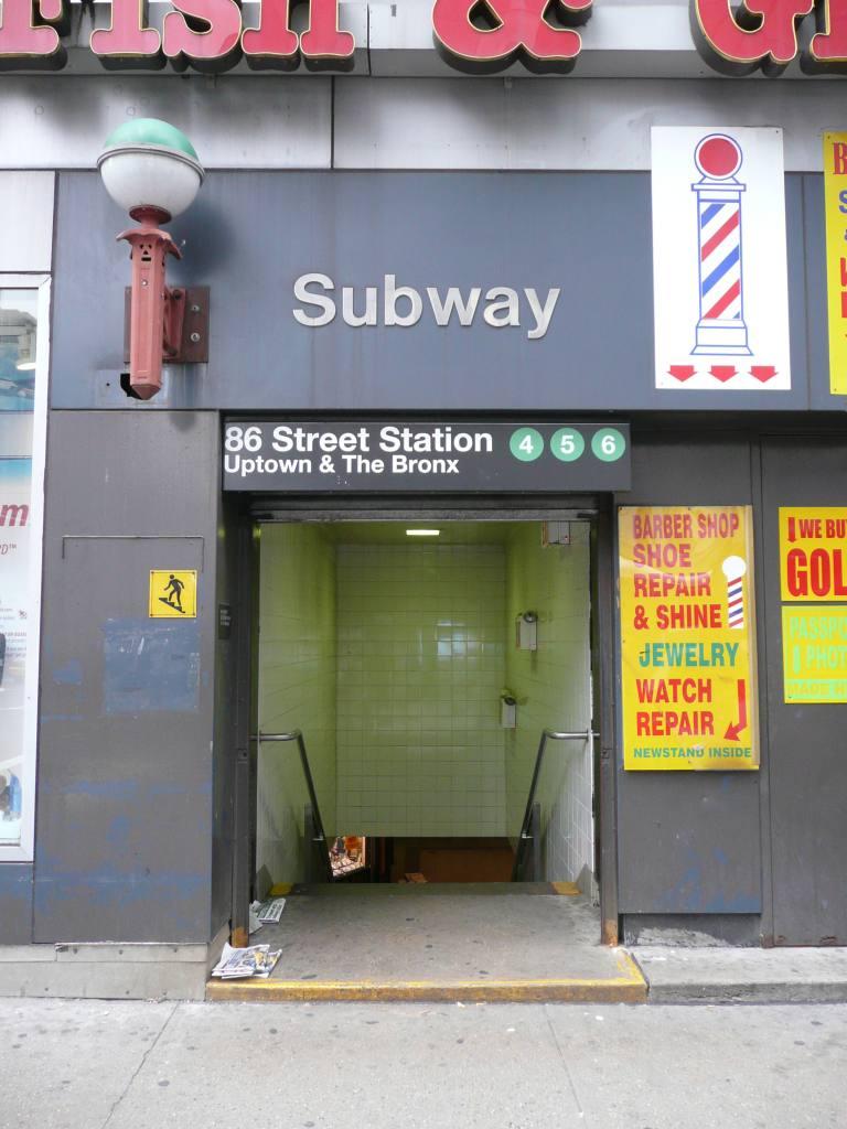(100k, 768x1024)<br><b>Country:</b> United States<br><b>City:</b> New York<br><b>System:</b> New York City Transit<br><b>Line:</b> IRT East Side Line<br><b>Location:</b> 86th Street<br><b>Photo by:</b> Robbie Rosenfeld<br><b>Date:</b> 11/23/2009<br><b>Notes:</b> Station entrance.<br><b>Viewed (this week/total):</b> 0 / 2605