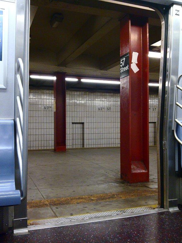 (106k, 600x800)<br><b>Country:</b> United States<br><b>City:</b> New York<br><b>System:</b> New York City Transit<br><b>Line:</b> IND 6th Avenue Line<br><b>Location:</b> 57th Street<br><b>Photo by:</b> Bill E.<br><b>Date:</b> 10/18/2009<br><b>Notes:</b> View of platform from train.<br><b>Viewed (this week/total):</b> 1 / 1586