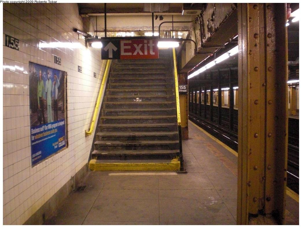 (260k, 1044x788)<br><b>Country:</b> United States<br><b>City:</b> New York<br><b>System:</b> New York City Transit<br><b>Line:</b> IND 8th Avenue Line<br><b>Location:</b> 155th Street<br><b>Photo by:</b> Roberto C. Tobar<br><b>Date:</b> 12/19/2009<br><b>Viewed (this week/total):</b> 1 / 1877