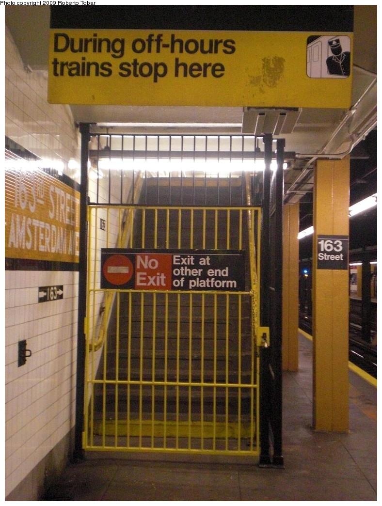 (256k, 788x1044)<br><b>Country:</b> United States<br><b>City:</b> New York<br><b>System:</b> New York City Transit<br><b>Line:</b> IND 8th Avenue Line<br><b>Location:</b> 163rd Street/Amsterdam Avenue<br><b>Photo by:</b> Roberto C. Tobar<br><b>Date:</b> 12/19/2009<br><b>Viewed (this week/total):</b> 0 / 2184