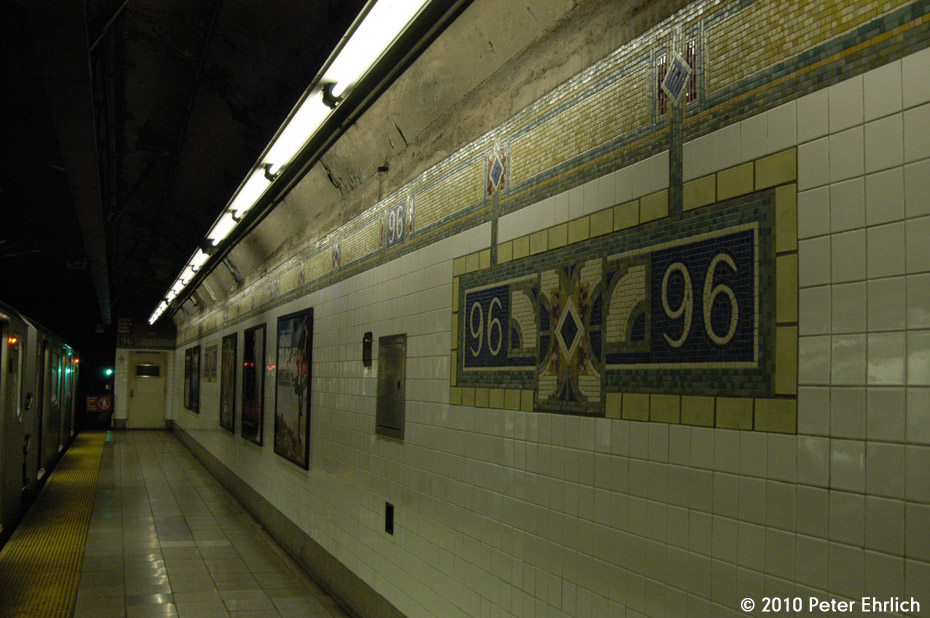 (169k, 930x618)<br><b>Country:</b> United States<br><b>City:</b> New York<br><b>System:</b> New York City Transit<br><b>Line:</b> IRT East Side Line<br><b>Location:</b> 96th Street<br><b>Photo by:</b> Peter Ehrlich<br><b>Date:</b> 1/6/2010<br><b>Notes:</b> With inbound train on left.<br><b>Viewed (this week/total):</b> 4 / 1409