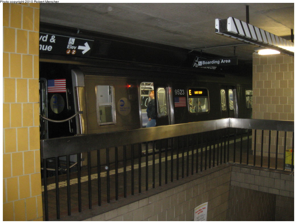 (192k, 1044x788)<br><b>Country:</b> United States<br><b>City:</b> New York<br><b>System:</b> New York City Transit<br><b>Line:</b> IND Queens Boulevard Line<br><b>Location:</b> Jamaica Center/Parsons-Archer<br><b>Route:</b> E<br><b>Car:</b> R-160A (Option 1) (Alstom, 2008-2009, 5 car sets) 9523 <br><b>Photo by:</b> Robert Mencher<br><b>Date:</b> 1/16/2010<br><b>Viewed (this week/total):</b> 1 / 1808
