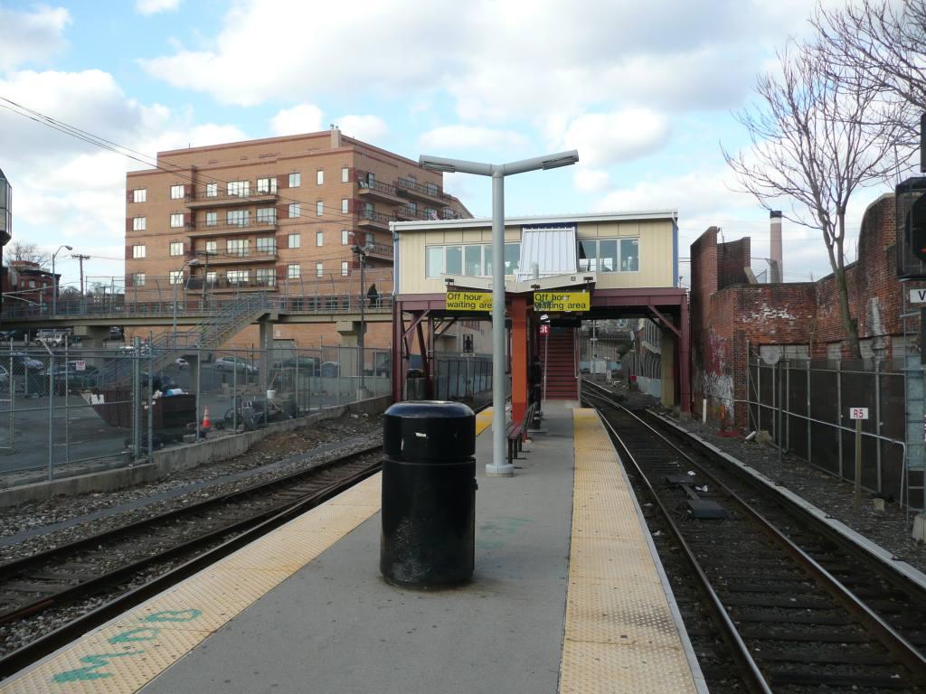 (141k, 1024x768)<br><b>Country:</b> United States<br><b>City:</b> New York<br><b>System:</b> New York City Transit<br><b>Line:</b> SIRT<br><b>Location:</b> Tompkinsville<br><b>Photo by:</b> Robbie Rosenfeld<br><b>Date:</b> 1/20/2010<br><b>Viewed (this week/total):</b> 0 / 1638