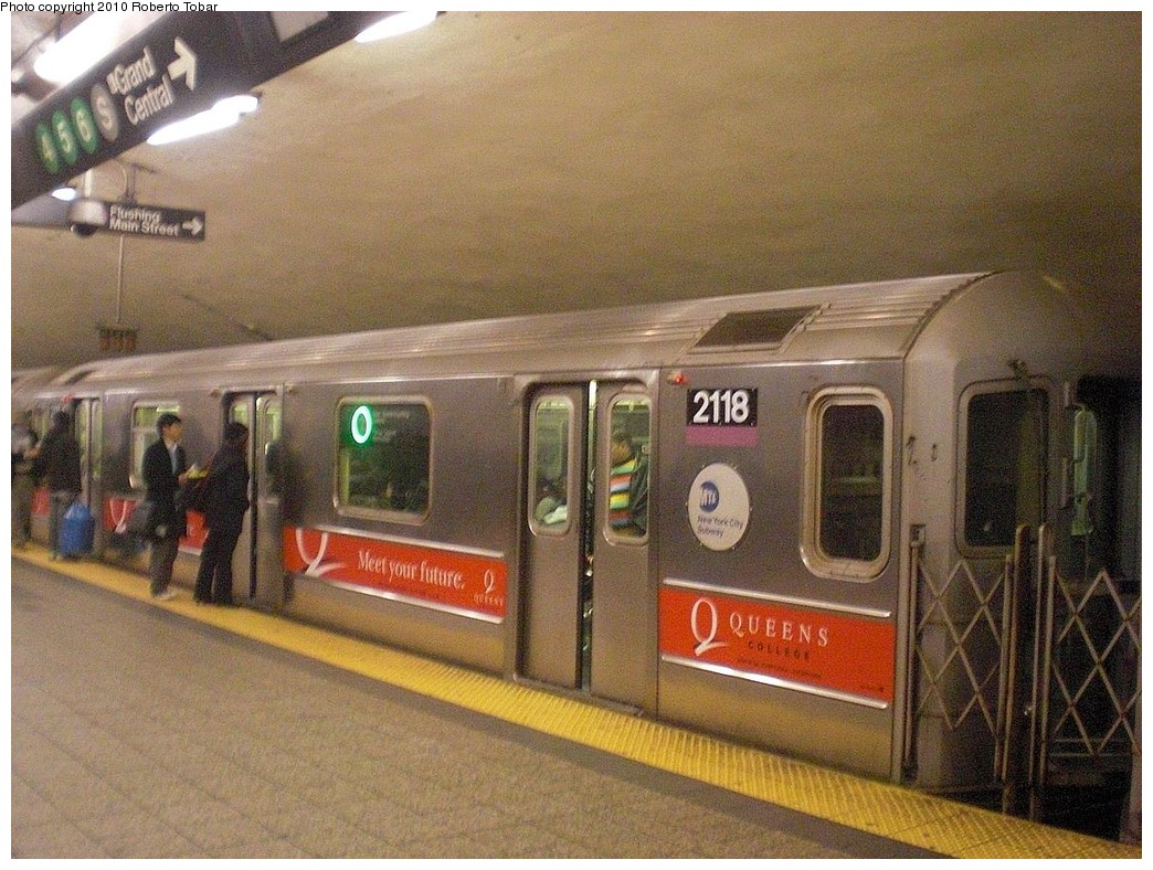 (291k, 1044x788)<br><b>Country:</b> United States<br><b>City:</b> New York<br><b>System:</b> New York City Transit<br><b>Line:</b> IRT Flushing Line<br><b>Location:</b> Grand Central<br><b>Route:</b> 7<br><b>Car:</b> R-62A (Bombardier, 1984-1987) 2118 <br><b>Photo by:</b> Roberto C. Tobar<br><b>Date:</b> 1/22/2010<br><b>Viewed (this week/total):</b> 1 / 2041